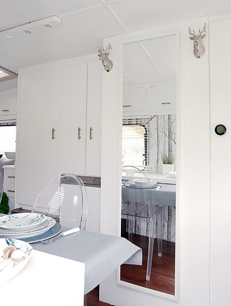 Decoraci n caravanas 4 trucos para aumentar la sensaci n de espacio todo sobre caravanas - Decoracion interior caravanas ...