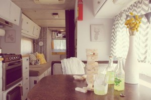 decoración caravana amarillo