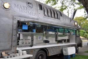 Seattle_-_Maximus_Minimus_food_truck_03