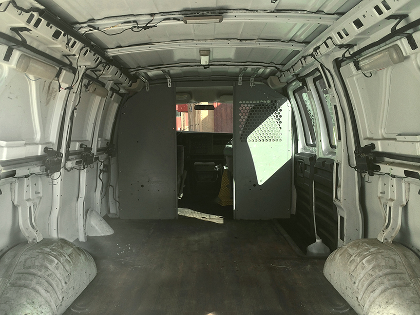 zach-both-chevy-cargo-van-mobile-filmmaking-studio-vanual-designboom-011
